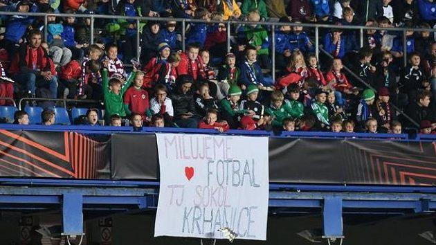 Kamarův právník kritizoval české děti v hledišti. Jak zareagoval Steven Gerrard?