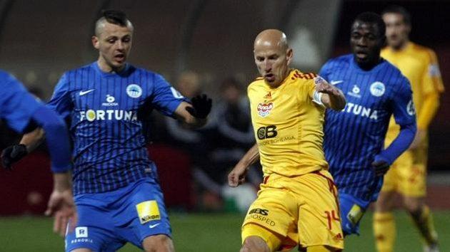 Miloš Bosanič (vlevo) ještě jako hráč Liberce a Patrik Gedeon z Dukly.