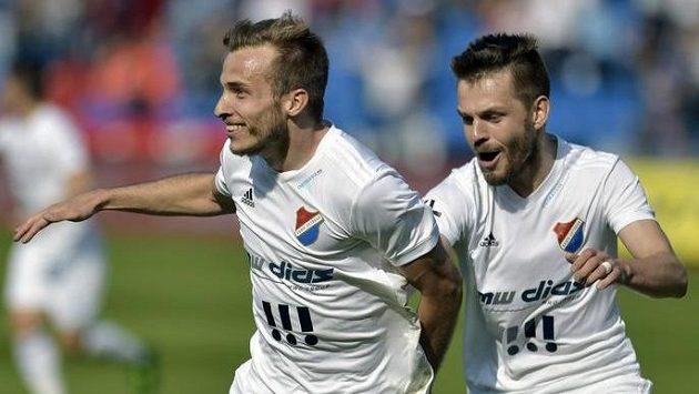 Autor první branky Ostravy Nemanja Kuzmanovič (vlevo) se raduje se svým spoluhráčem Milanem Jiráskem.