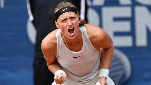 Emoce Petry Kvitové během semifinále pražského turnaje.