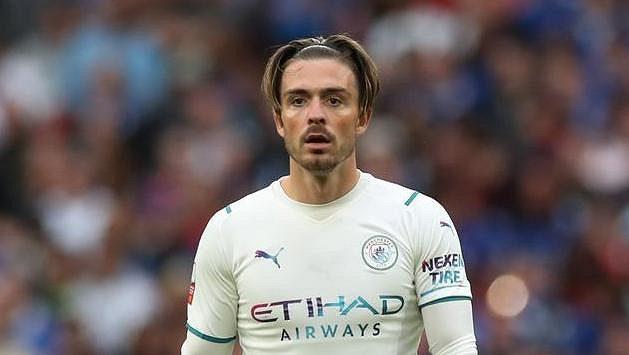 Nová posila Manchesteru City Jack Grealish v akci během anglického Superpoháru proti Leicesteru.