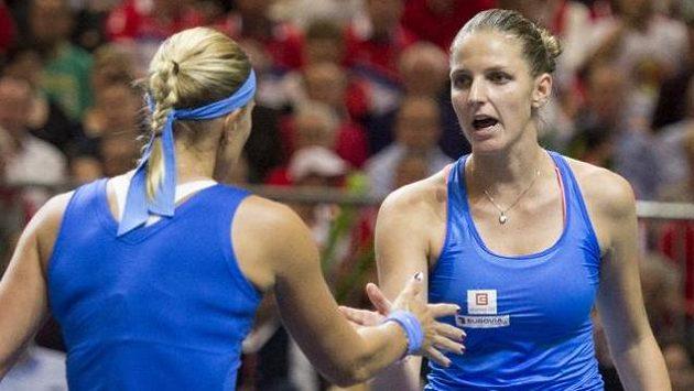 Karolína Plíšková (vpravo) a Lucie Hradecká ve Švýcarsku rozhodly!