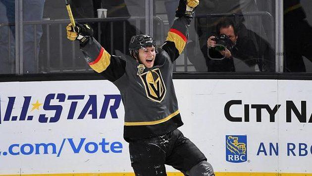 William Karlsson střelou do prázdné brány zkompletoval svůj první hattrick v NHL. Jednalo se zároveň také o historický první hattrick týmu Vegas.