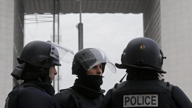 Francouzští policisté v Paříži. Ilustrační snímek.