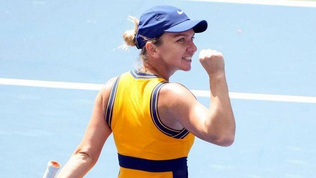 Vítězné gesto Simony Halepové. Na US Open si zahraje po pěti letech znovu osmifinále.