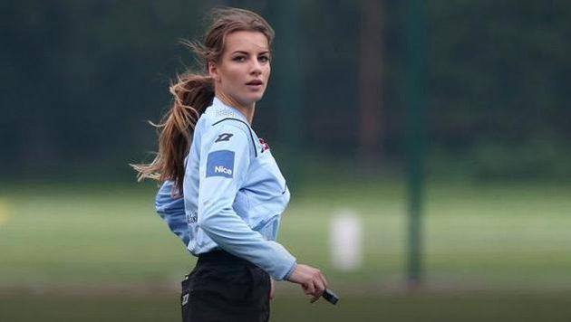 Karolina Bojar, polská fotbalová rozhodčí se stala v Polsku rychle populární.