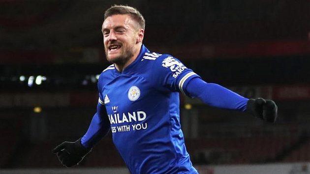 Útočník Leicesteru Jamie Vardy oslavuje gól, kterým rozhodl zápas na Arsenalu.