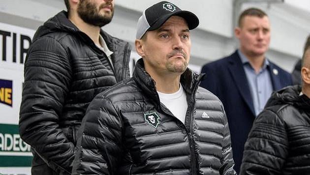 Bývalý útočník Viktor Ujčík bude i nadále v čele disciplinární komise hokejové extraligy.