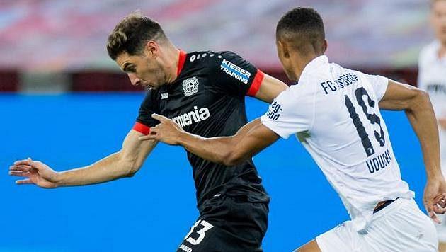 Fotbalisté Leverkusenu bojovali o další body s Augsburgem