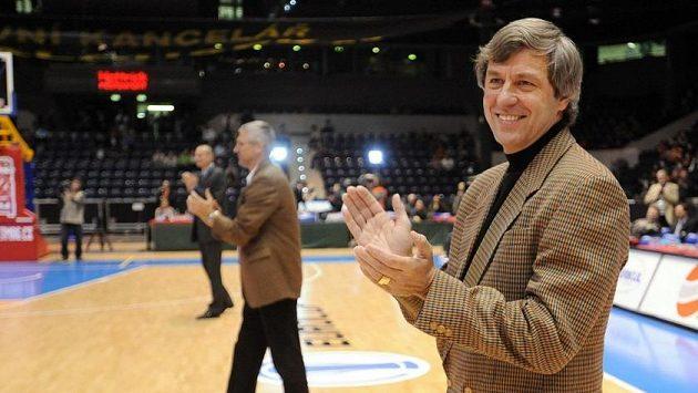 Kamil Brabenec na snímku ze sezony 2008/2009 z oceňování legendárního týmu, který získal stříbro na ME 1985..