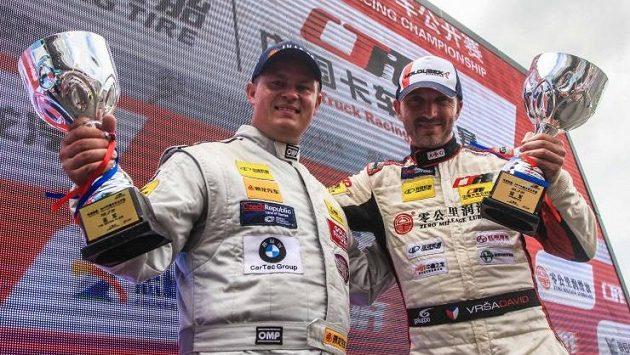 Zleva Adam Lacko a David Vršecký na pódiu (ilustrační foto).
