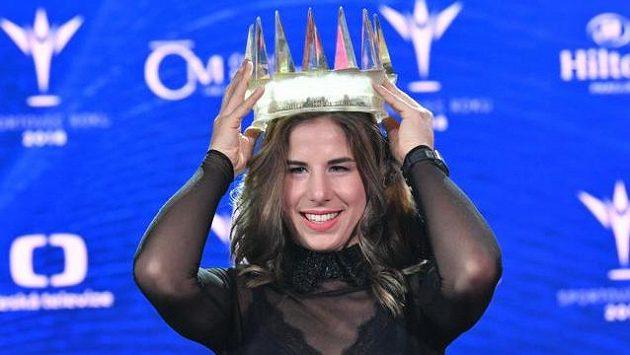 Ester Ledecká s křišťálovou korunou pro vítězku ankety Sportovec roku 2018.