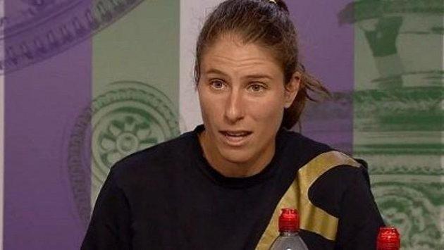 Johanna Kontaová na tiskové konferenci po zápase s Barborou Strýcovou