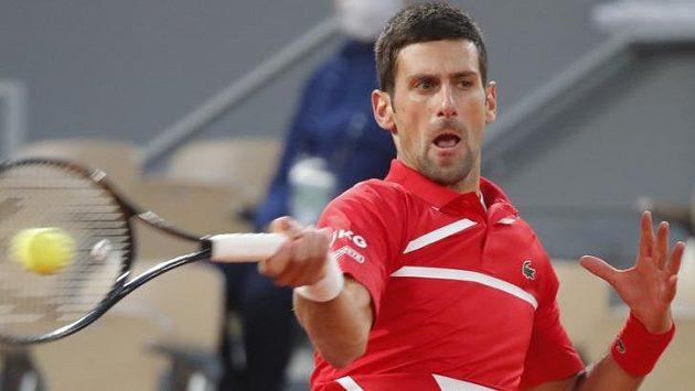 Novak Djokovič úspěšně bojoval o finále French Open se Stefanosem Tsitsipasem.