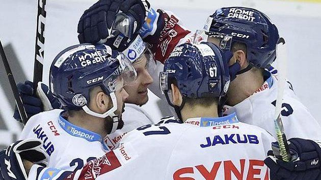 Zleva Rostislav Marosz, Michal Bulíř, Ladislav Šmíd a Tomáš Hanousek z Liberce se radují z gólu.