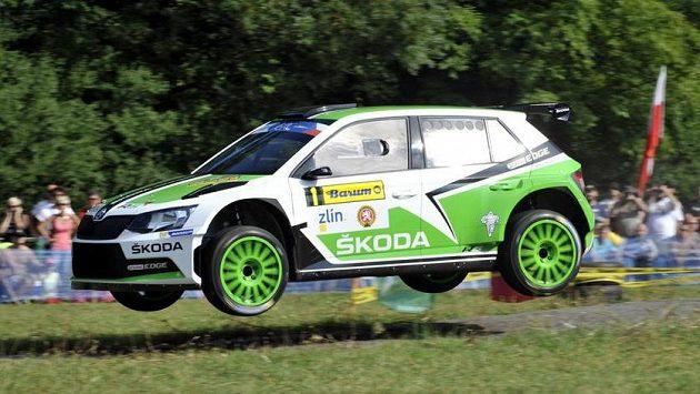 Tovární jezdec Škody Jan Kopecký ovládl první etapu Barum rallye Zlín a míří tak za ziskem mistrovského titulu.