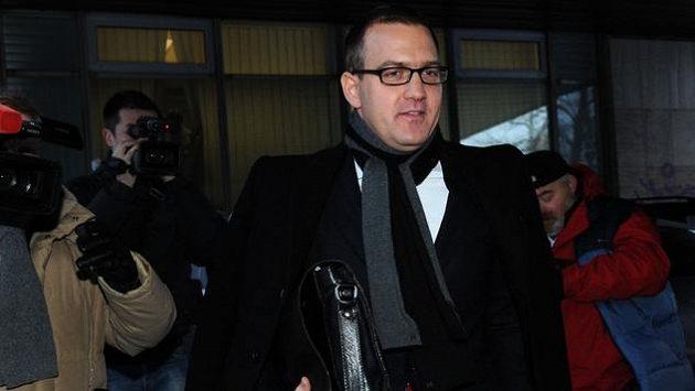 Majitel fotbalové Sparty Praha Daniel Křetínský dostal od disciplinární komise ultimátum.