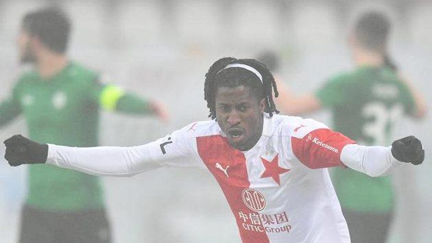 Peter Olayinka ze Slavie se raduje z gólu v utkání 18. kola Fortuna ligy proti Příbrami.