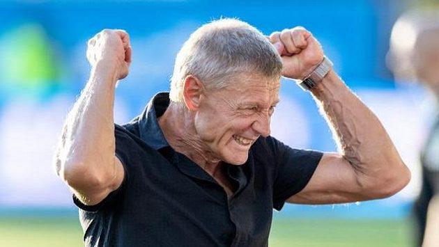 Trenér Sparty Praha Zdeněk Ščasný oslavuje vítězství v Jablonci.