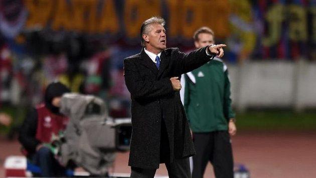 Trenér Slovanu Bratislava Jozef Chovanec.