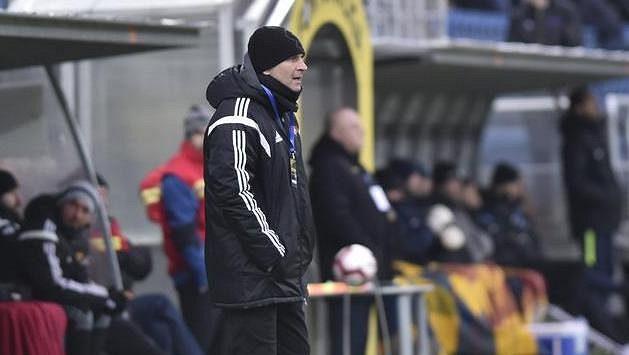 Trenér Dukly Roman Skuhravý při zápase v Uherském Hradišti.