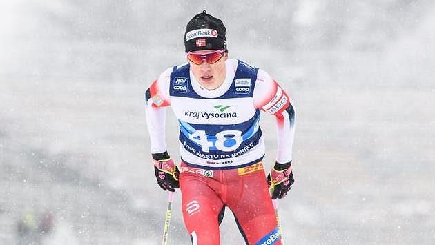 Norský běžec na lyžích Johannes Hösflot Klaebo během závodu na 15 km v Novém Městě na Moravě.