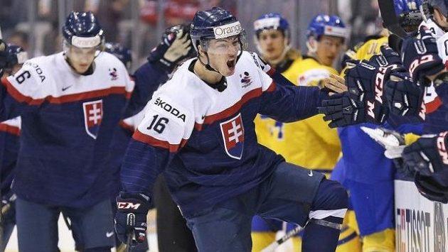Róbert Lantoši v dresu slovenské hokejové reprezentace do dvaceti let na snímku z roku 2015.