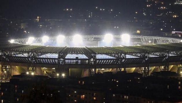 Stadion v Neapoli ponese