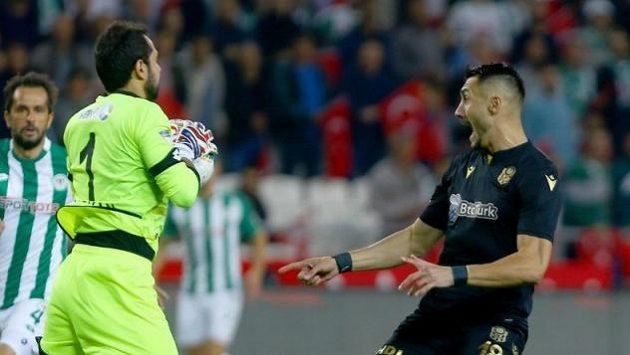 Turecký gólman Serkan Kirintili předvedl během 8. kola Superligy zkrat, když se nechal vyloučit už po třinácti vteřinách hry.
