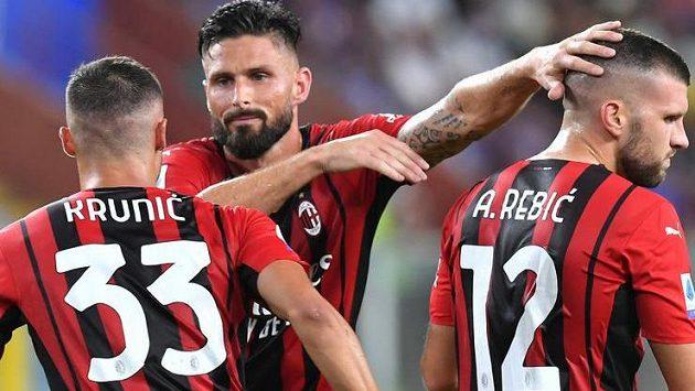 Fotbalisté AC Milán slaví branku do sítě Sampdorie Janov