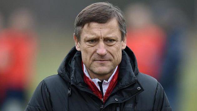 Zadumaný trenér Slovanu Liberec Jiří Kotrba.