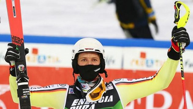 Němec Linus Strasser se raduje z triumfu v Záhřebu.