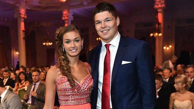 Hokejista Tomáš Hertl s přítelkyní Anetou Netolickou na snímku z roku 2014.