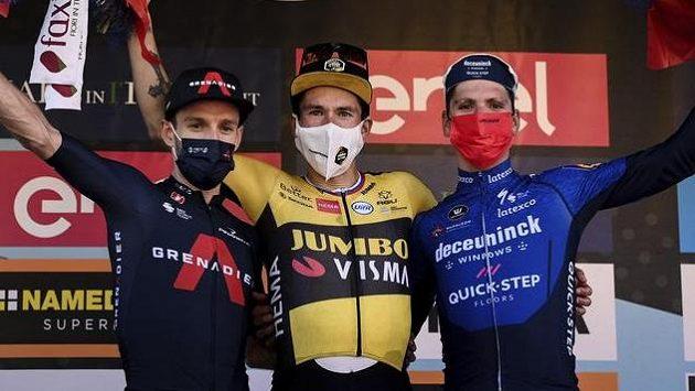 Primož Roglič (uprostřed) potvrdil skvělou formu dalším vítězstvím na italských silnicích