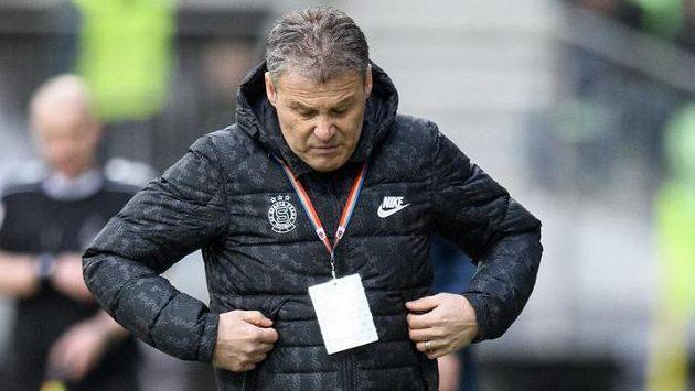 Nový trenér Sparty Praha Pavel Hapal během utkání v Karviné.