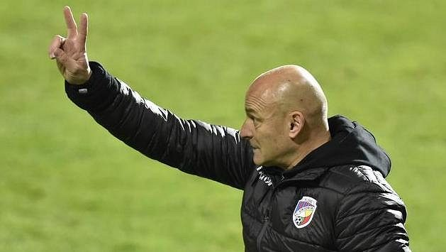Trenér Plzně Adrián Guľa má o čem přemýšlet, jeho tým nedává góly.