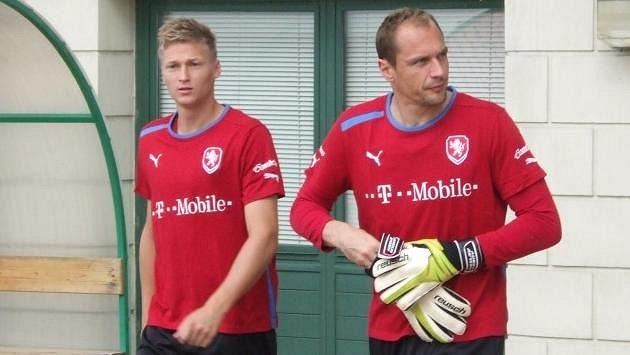 Obránce Václav Procházka (vlevo) a brankář Jaroslav Drobný na tréninku reprezentace.