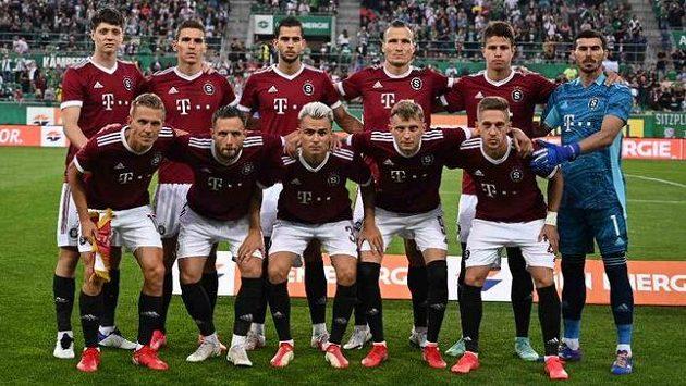 Fotbalisté Sparty před duelem s Rapidem ve Vídni.