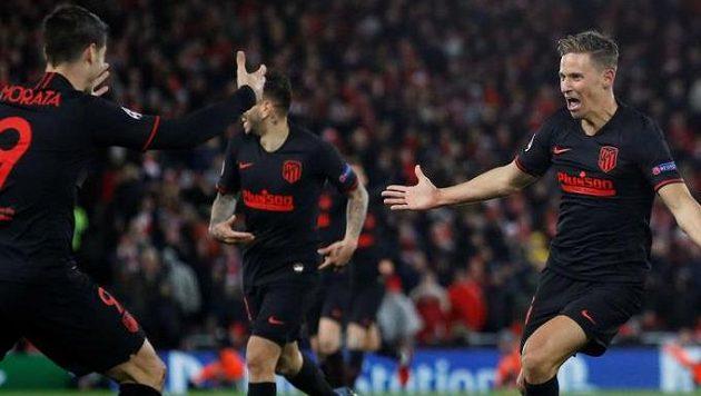 Marcos Llorente z Atlética se raduje z branky do sítě Liverpoolu