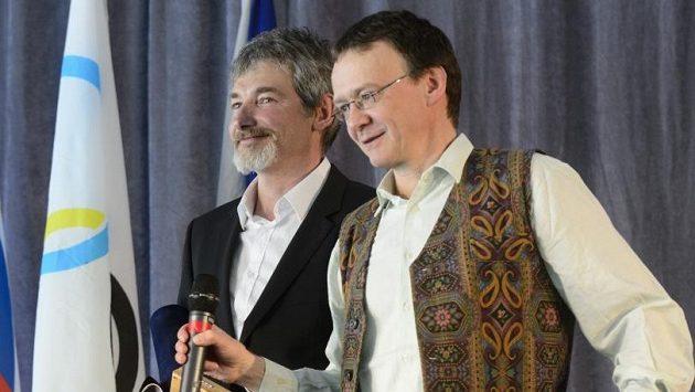Horolezci Antonín Bělík (vpravo) a Vít Auermüller obdrželi Hlavní cenu Českého klubu fair play za rok 2012.