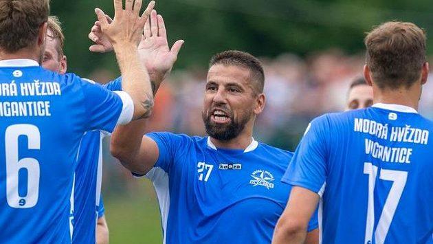 Milan Baroš ukázal velký přehled a v klidu překonal brankáře