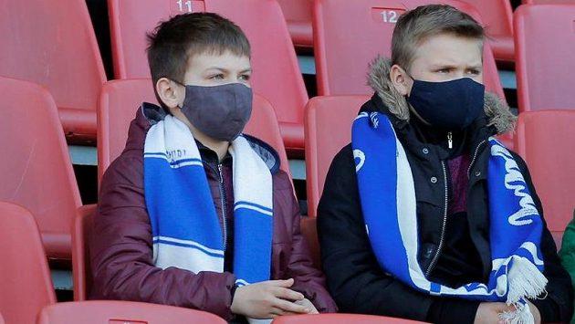 Kluci se fotbalu v Bělorusku zatím nevzdali.