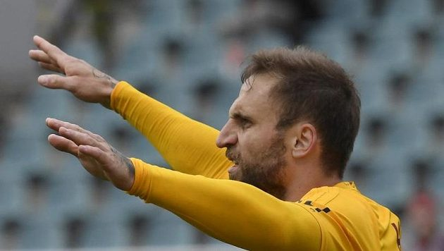 Útočník Jan Holenda z Dukly se raduje z gólu proti Příbrami.