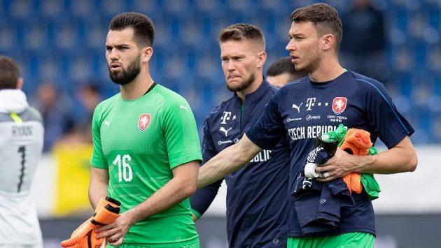 Gólmani po porážce s Austrálií. Zleva Tomáš Koubek, Tomáš Vaclík a Jiří Pavlenka.