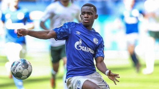 Rabbi Matondo v dresu Schalke v červnovém zápase s Wolfsburgem.