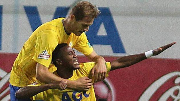 Tepličtí Franci Litsingi a David Jablonský oslavují třetí gól proti Jablonci.