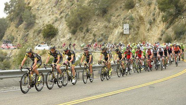 Peloton v závodě Kolem Kalifornie.