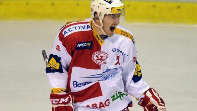 Marek Tomica míří ze Slavie do Chomutova.