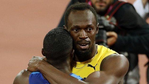 Bronzový Usain Bolt (vpravo) a zlatý Justin Gatlin.