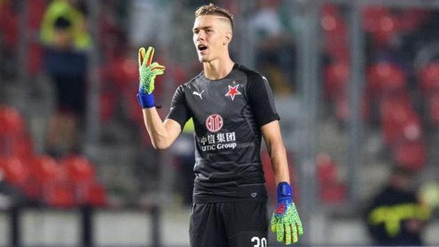 Brankář Slavie Praha Jakub Markovič při svém ligovém debutu.